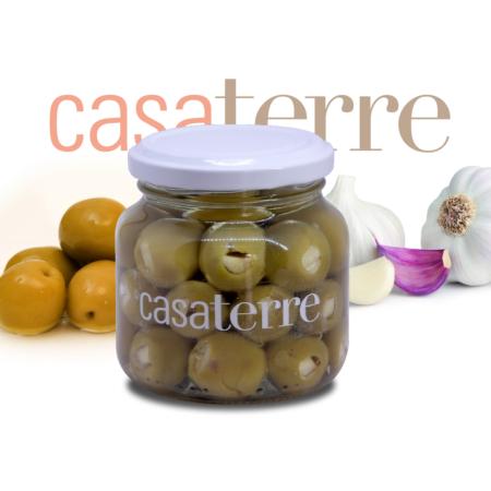 Aceitunas verdes rellenas con ajo macerado en salsa de soja Casaterre
